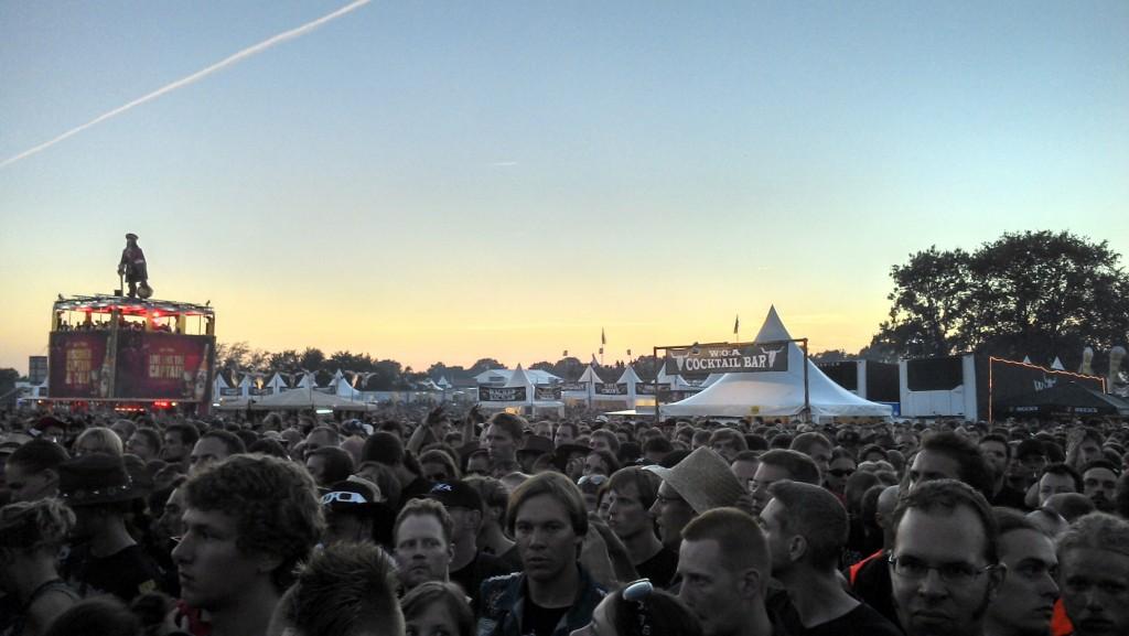 Romantischer Sonnenuntergang in Wacken mit den ganzen Bekloppten: