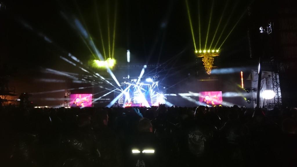 Savatage und das Trans Sibirian Orchester haben zwei Bühnen paralell bespielt und dabei eine wahnsinnige Show abgeliefert!